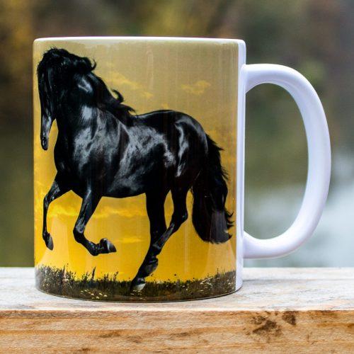 Hrnček s obrázkom - Čierny Cválajúci Kôň